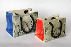 With slabs of clay we created these elegant handbags copying them from paper bags that you find in the shops. The surface was imprinted with flowers to create a texture inspired by nature. Clay Art Projects, Ceramics Projects, Clay Crafts, Ceramics Ideas, Ceramic Clay, Ceramic Pottery, Slab Ceramics, Vases, Kids Clay
