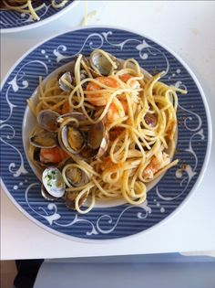 Spaghetti con vongole, bottarga e mazzancolle aromatizzate al lime, ricetta primi piatti