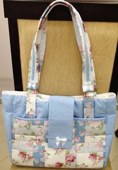 Bolsa patch. http://www.vivartesanato.com.br/2015/01/bolsas-em-tecidos-que-eu-fiz.html