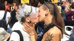 BESADA CONTRA LA HOMOFOBIA
