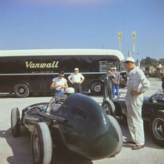 L'ecurie Vanwall au Grand Prix d'Italie - Monza 1957 - source F1 History & Legends.