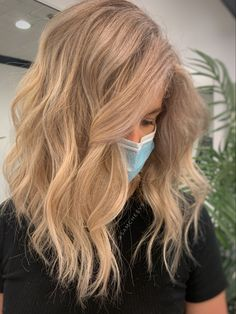 Long bob texturized haircut with platinum blonde highlights hair color for naturally light hair types Platinum Blonde Highlights, Platinum Blonde Hair, Hair Color Highlights, Long Bob Blonde, Blonde Bobs, Long Bob Hairstyles, Light Hair, Hair Inspo, Hair Type