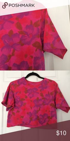 Pink floral crop top, small Floral crop top. I would estimate early 90s. Thick t-shirt material. Size small. In great condition. Vintage Tops Crop Tops