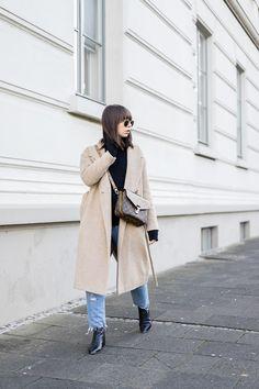 winteroutfit mit louis vuitton pochette metis reverse und destroyed jeans - 2