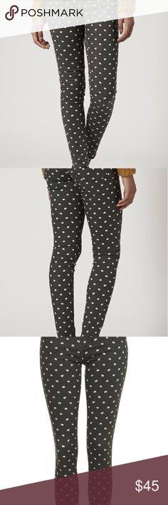 Topshop Moto Leigh Daisy Skinny Jeans Adorable black skinny jeans with small daisies all over! This pattern is no longer sold in stores! They're a size 28 without stretch so I recommend a size up. Can be yours today! 🌼🌼 Topshop Jeans Skinny