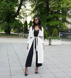5 Perfect Summer Outfit Ideas - Layer a lightweight belted jacket over cropped pants or culottes and a basic tank. Polish off the look with black heels.