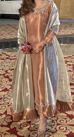 Rusty gold Pakistani Fashion Party Wear, Pakistani Wedding Outfits, Pakistani Couture, Indian Bridal Fashion, Pakistani Bridal Dresses, Pakistani Dress Design, Bridal Outfits, Dress Indian Style, Indian Outfits