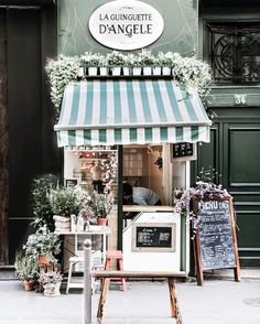 Paris starts putting on her Spring outfits. and I love that! Happy weekend, everyone 🌿🌸🍃! Coffee Shop Design, Cafe Design, Store Design, Shop Front Design, Bakery Design, Signage Design, Design Design, Design Ideas, Graphic Design
