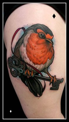 Bird holding key by Daniel Gensch at Bläckfisk Tattoo Co - yes, this! But with roses in the background and the Zelda master key! Robin Bird Tattoos, Robin Tattoo, Ink Link, Piercings, Tatoo Art, Neo Traditional Tattoo, Tattoo Blog, Tattoo Designs For Women, Trendy Tattoos