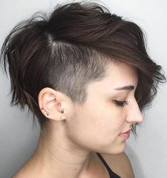 45 Inspiring Pixie Undercut Hairstyles, The pixie undercut trend continues to be a favorite amongst women who love pixie. Few words enough to describe pixie undercuts; brave and full of fun. Shaved Undercut, Short Hair Undercut, Short Hairstyles For Thick Hair, Short Hair With Layers, Side Undercut, Undercut Women, Natural Hairstyles, Curly Hair, Edgy Pixie Cuts