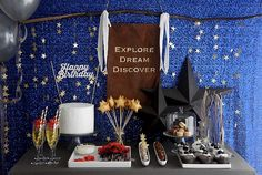 Twinkle stars party decor also perfect for July 4th! 星空のバースデーパーティー | ベンジャミンズパーティー