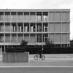Im Birch Schule, Peter Märkli / Drei Liegenden, Hans Josephson, 1995 Design Thinking Process, Arch Architecture, Inside Outside, Facade Design, Facade House, Built Environment, Buildings, Exterior, Inspiration