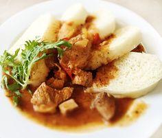 Denné menu Vranov | Bravčový maďarský guláš, kysnuté knedle - reštaurácia Hotel Patriot*** #hotel #restauracia #dennemenu