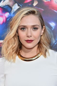 Balayage, a popular highlighting technique, remains a top trend with celebrities. These 40 photos give you ideas for how to balayage hair from deep brown to pale blonde. Lob Haircut, Lob Hairstyle, Down Hairstyles, Pretty Hairstyles, Hairstyle Ideas, Balayage Highlights, Hair Color Balayage, Beyonce, Elizabeth Olsen Scarlet Witch
