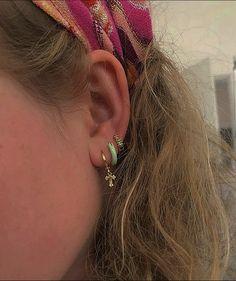Cute Ear Piercings, Tragus Piercings, Piercing Tattoo, Ear Jewelry, Cute Jewelry, Jewelry Accessories, Diamond Jewelry, Accesorios Casual, Estilo Retro