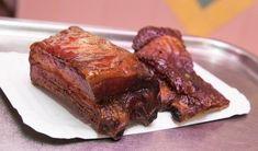 A tökéletes oldalas kívül sötét, ropogós, belül omlós Steak, Pork, Beef, Drink, Kale Stir Fry, Meat, Beverage, Steaks, Pork Chops