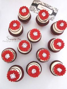 Red daisy cupcakes