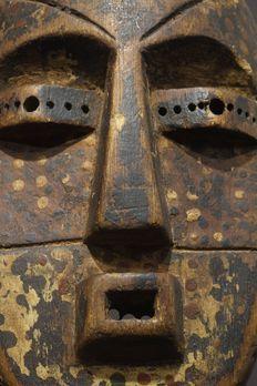 Superbe masque Ituri - tribu NDAKA - République Démocratique du Congo