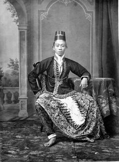 Sultan Hamangkoe Buwonoe VII of Yogjakarta (c. 1880 CE Central Java) -Kassian Cephas Tropenmuseum