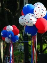 Colorful of July decorations with white, red and blue patriotic balloons. See our amazing ideas for the best Independence Day celebration ever. 4th Of July Celebration, 4th Of July Party, July 4th, 4th Of July Decorations, Balloon Decorations, Easy Decorations, Balloon Ideas, Diy Decoration, July Crafts