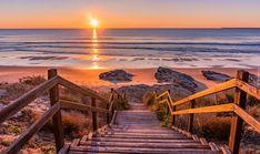 Plaża Praia de Sao Torpes, Miejscowość Sines, Portugalia, Kamienie, Schody, Morze, Zachód słońca