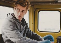 Australian Actor Luke Mitchell Joins CW Pilot The Tomorrow People, Two More Sign…