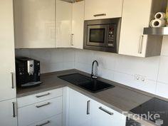 Großformatige Weiß Glänzende Wandfliesen #Wandfliesen #Küche #Wohnen #Leben  #Küchenspiegel #weiß