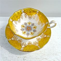 Vintage yellow tea cup and saucer China Cups And Saucers, China Tea Cups, Teapots And Cups, Teacups, Vintage Yellow, Vintage Tea, Vintage China, Yellow Tea Cups, Café Chocolate