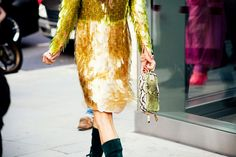Anna Dello Russo @ LFW.  photographed by Shini Park of Park & Cube