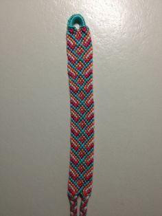 Learn how to tie your own friendship bracelets! Friendship bracelet pattern 4596 Photo by Irene654