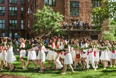 <strong>GROUNDS FOR CELEBRATION</strong><br/>The Laurel Chain parade at Mount Holyoke College