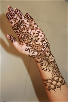 Today's fashionable girls look to apply the lastest mehndi or henna designs keeping with the current trends and modern patterns, so they can further accentuate their look this Ramadan and look even more beautiful than ever.