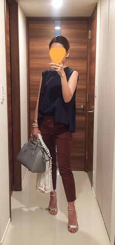 Navy top: martinique, Brown pants: MACKINTOSH PHILOSOPHY, White scarf: citrus,  Grey bag: GIVENCHY, Silver sandals: Ginza Kanematsu