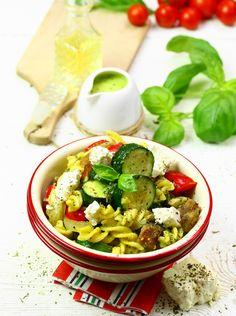 Makaron z warzywami  #obiad #kolacja #przepisy #makaron #feta #papryka #cukinia #bakłażan #pesto #wege #POLOmarket
