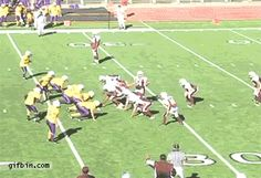 American Football Tricky Play - So Funny Epic Fails Pictures Football Trick Plays, Football Gif, School Football, Football Humor, Football Stuff, Epic Fail Pictures, Best Funny Pictures, Funny Images, Mundo Gif