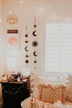 Handmade Home Decor Girls Bedroom, Bedroom Decor, Bedrooms, Peach Bedroom, Bedroom Ideas, Room Wall Decor, Cozy Bedroom, Room Goals, Aesthetic Rooms