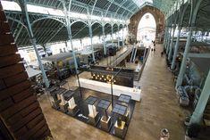 Vista cenital de nuestro espacio en Mercado Colón, ITOPKER Luxury Gallery, una joyería donde las últimas novedades para encimeras destacan como obras de arte.