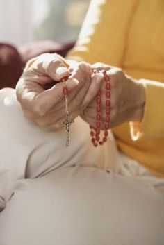 How to Make Rosary Beads With Flowers