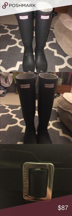 Hunter boots A little worn it- still love them Hunter Boots Shoes Winter & Rain Boots