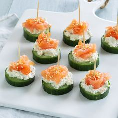 Smoked Salmon Tartare - a delicious easy elegant appetizer recipe that takes 10 minutes to make! Serve with rice crackers and cucumber rounds. Canapes Salmon, Smoked Salmon Appetizer, Salmon Tartare, Clean Eating Snacks, Healthy Snacks, Tapas, Cucumber Bites, Cucumber Snack, Snacks Sains