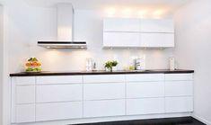 Risultati immagini per ikea kitchen voxtorp Voxtorp Ikea, Small Condo Living, Cabinet Furniture, Küchen Design, Home Decor Bedroom, Interior Design Kitchen, New Kitchen, Home Kitchens, Living Room Designs