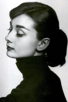 Audrey Hepburn by Richard Avedon Foto Portrait, Portrait Studio, Portrait Photography, Photography Women, Vintage Photography, Beauty Photography, White Photography, Old Hollywood, Classic Hollywood