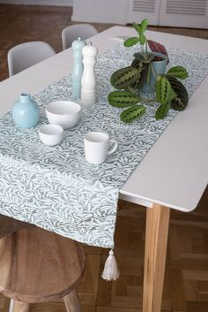 Casa Magnolia, Ideas Para, Dining Table, Table Decorations, Furniture, Home Decor, Tela, White Mantel, White Embroidery