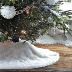 West elm faux fur tree skirt - I could make this fairly easily! Diy Christmas Tree Skirt, Noel Christmas, Christmas Tree Toppers, Xmas Tree, Winter Christmas, Christmas Crafts, Christmas Decorations, Christmas Ideas, Holiday Ideas