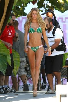 Doutzen Kroes Photo - Doutzen Kroes in a Green Print Bikini