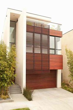 Fisher Street Residence is a modern beach house designed by Chris Barrett Design, exuding a casual sophistication in Manhattan Beach, California. Modern Exterior, Exterior Design, Residential Architecture, Interior Architecture, Exterior Tradicional, Mid Century Exterior, Villa, Facade House, Modern House Design