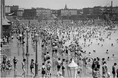 A Swim in Time: Remembering NYC's First Public Pools - Metropolis - WSJ. The McCarren Pool, shown here in 1937, could accommodate up to 6,800 swimmers
