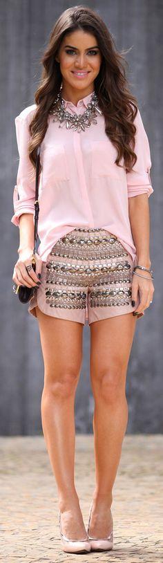 <3 Shorts: La Paiva / Camisa: H&M / Bolsa: Louis Vuitton / Sapato: Miezko / Colar: Zara