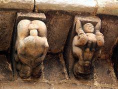 Arte Románico: Escena de coito representada en uno de los canecillos de la iglesia de Cervatos (Cantabria), siglo XII