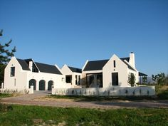 love the white w/ dark roof. South African Homes, Farmhouse Architecture, Townhouse Designs, Dutch House, Stucco Homes, House Viewing, House Elevation, Facade Design, Traditional House